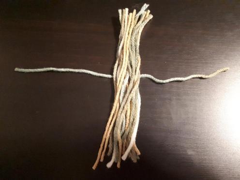 Tassle lie yarn over strap