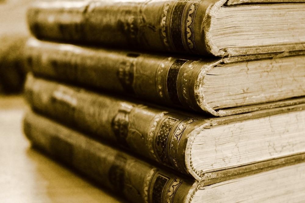 book-701758_1280