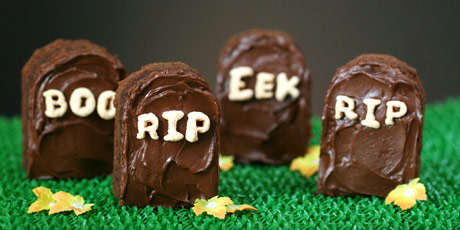 Tombstone_Brownies_and_Icing_001